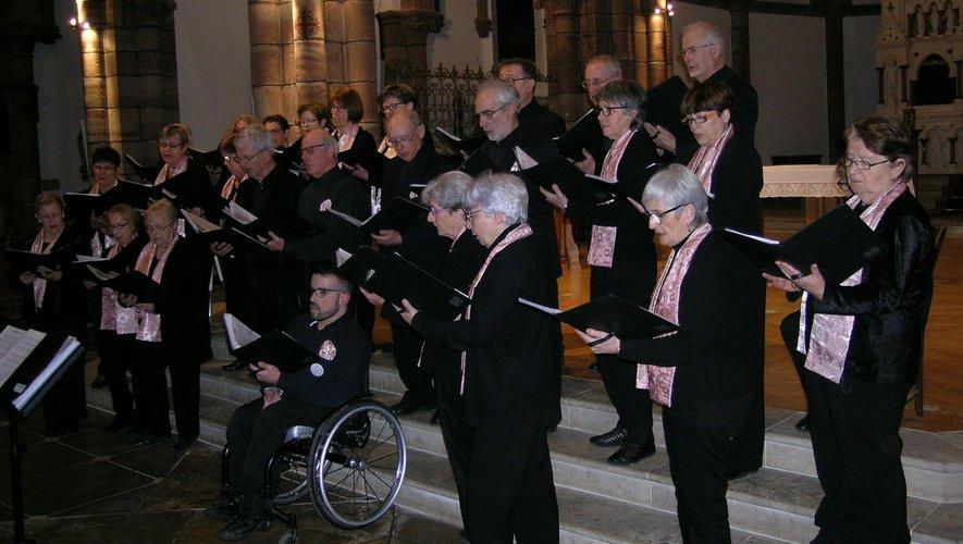 L'Ensemble Polyphonique en concert, dans l'église paroissiale.
