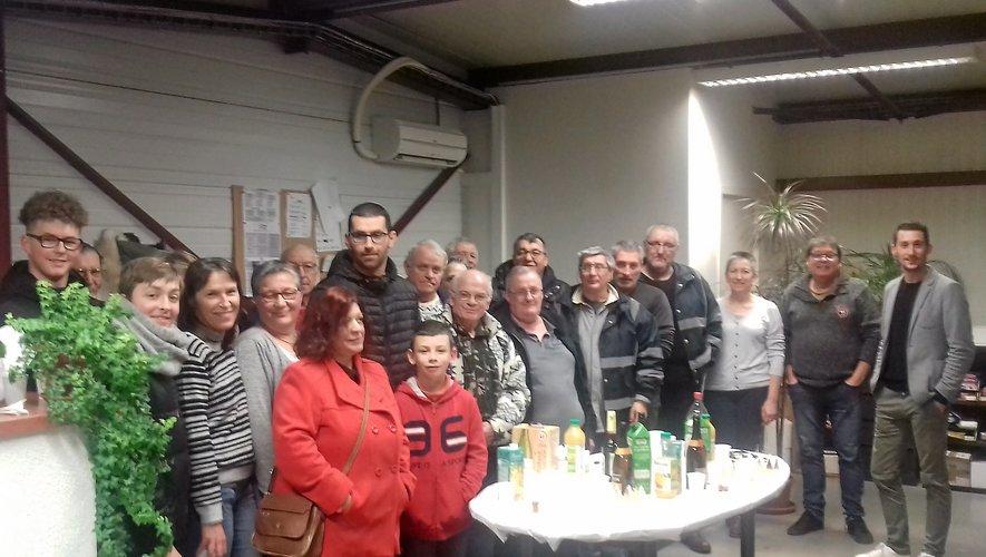 Les 65 porteurs du nord de l'Aveyron, réunis en début d'année pour un moment festif, poursuivent leur activité pendant le confinement.