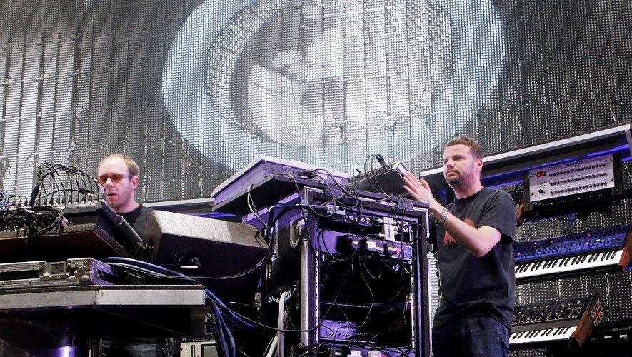 Tom Rowlands (à gauche) et Ed Simons du groupe électro The Chemical Brothers au Montreux Jazz Festival en juillet 2007