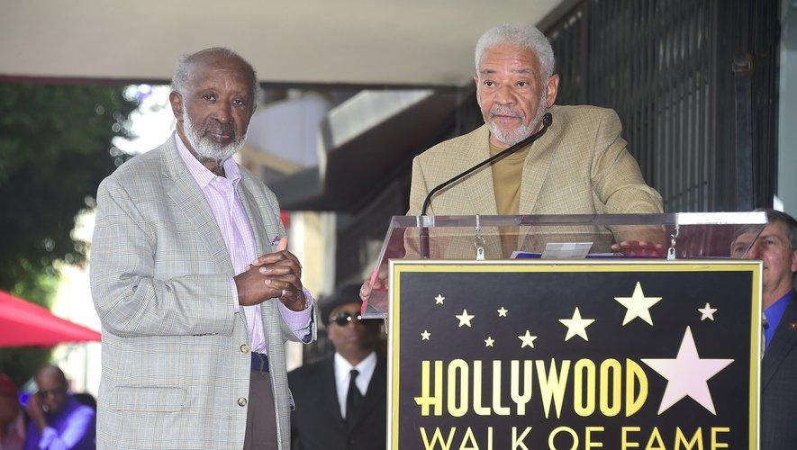 Bill Withers (D) pour la cérémonie d'inauguration de l'étoile de Clarence Avant (G) sur le Hollywood Walk of Fame Star, le 7 octobre 2016 en Californie