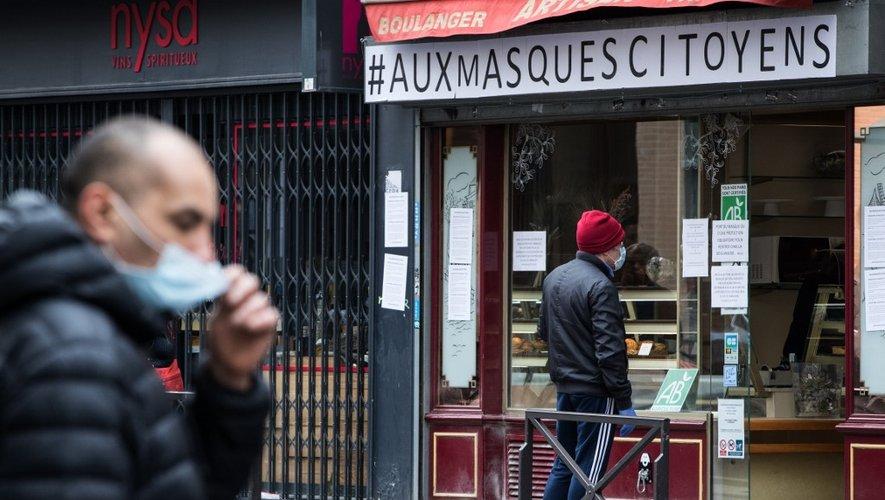 """Il y avait mercredi un total de 7.148 cas graves en réanimation, """"un record absolu en France"""" depuis le début de l'épidémie, a précisé le directeur général de la Santé, Jérôme Salomon."""
