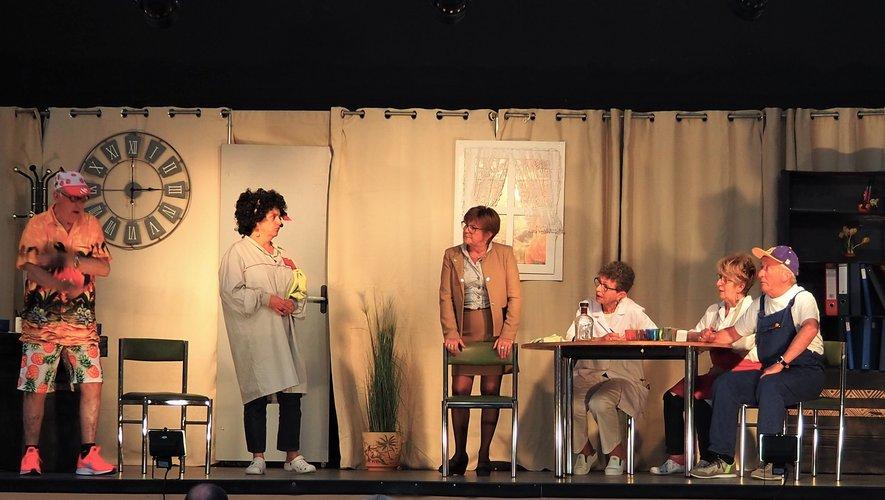La troupe avec la pièce « 14 juillet à la maison de retraite ».