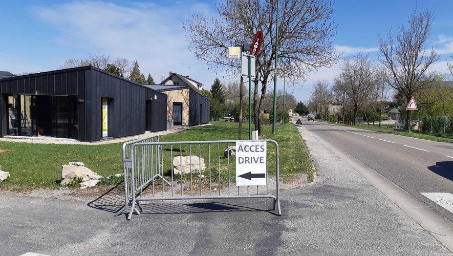 L'accès au drive en voiture a été aménagé.