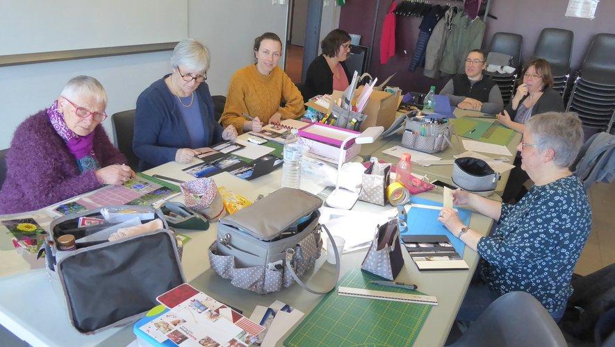 Les scrappeuses participant au dernier atelier le 14 mars.