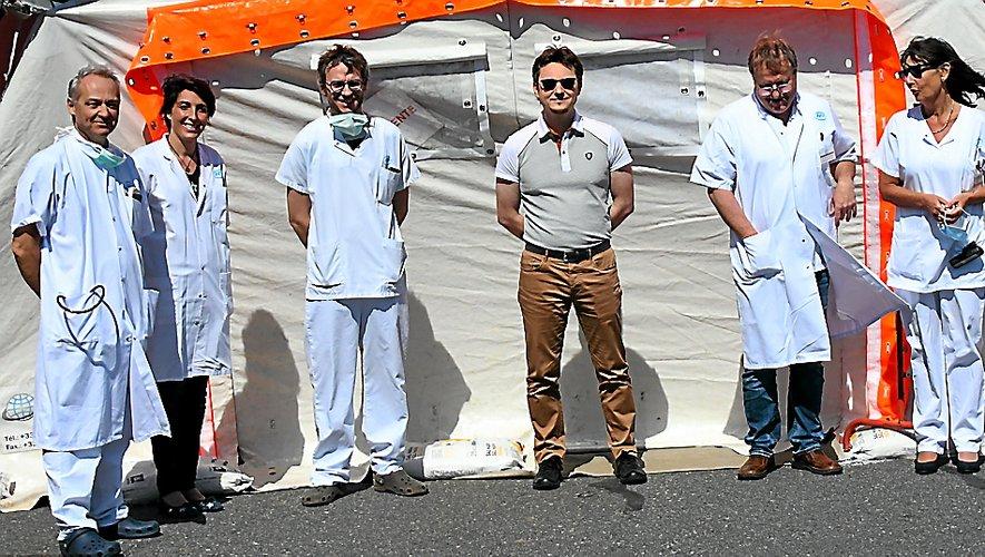Du personnel d'entretien aux soignants en passant par l'administratif, tout l'hôpital de Rodez est mobilisé depuis plusieurs semaines face à la crise sanitaire du Covid-19. Sans relâche.