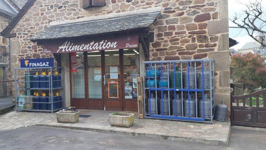 L'épicerie au centre du village est le lieu incontournable de cette période hors du commun.
