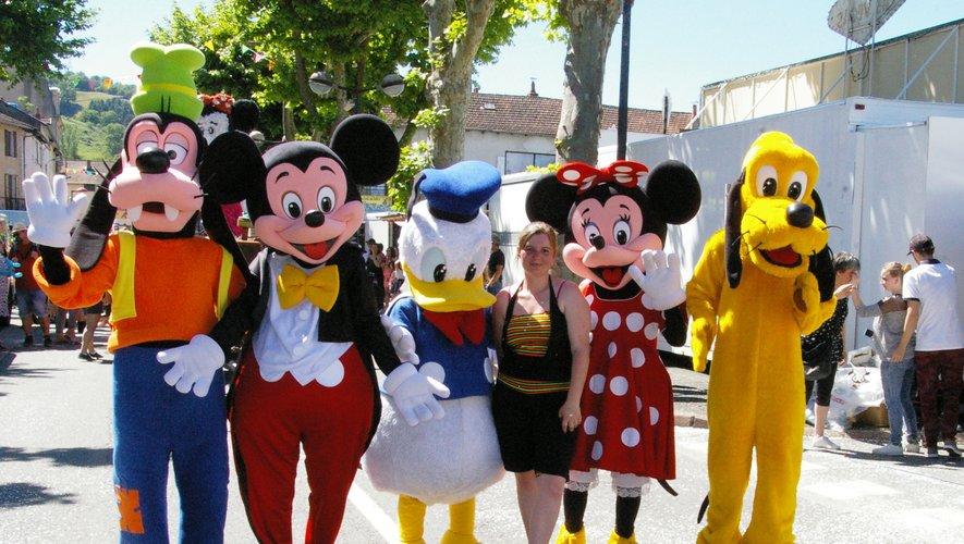 L'an dernier, durant le corso fleuri, lVirginie Tartrat entourée par les figurines de Walt Disney.