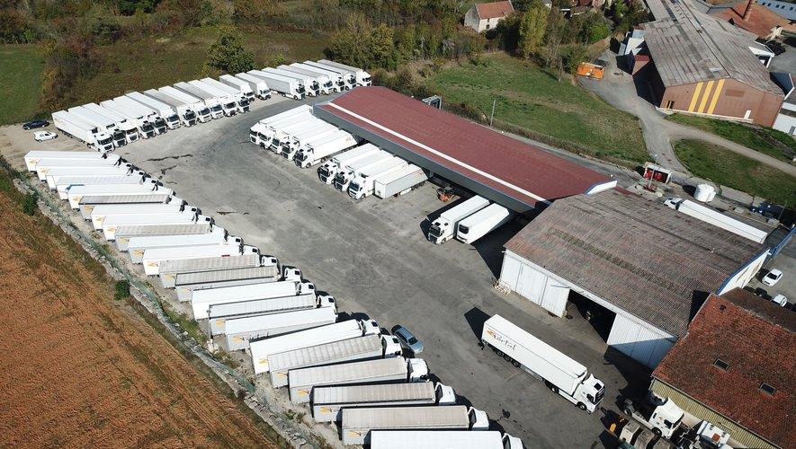 Le site de Mémer, siège social des Transports Portal, avec son impressionnante flotte de camions.