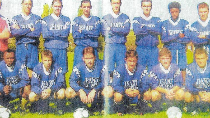 Les joueurs de l'équipe fanion en 2002 et 2003.