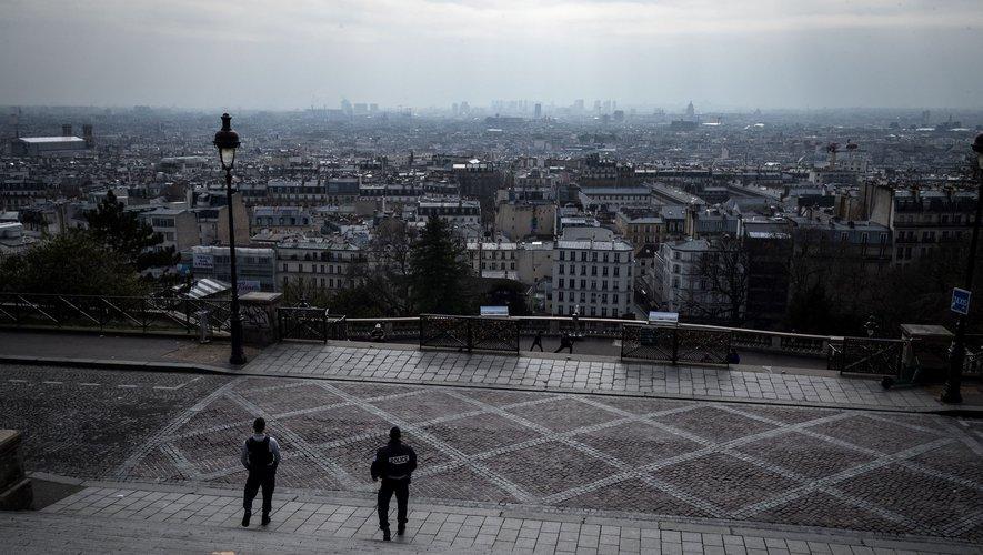 """""""Le confinement le plus strict doit encore se poursuivre jusqu'au lundi 11 mai"""", a annoncé le président français lundi."""