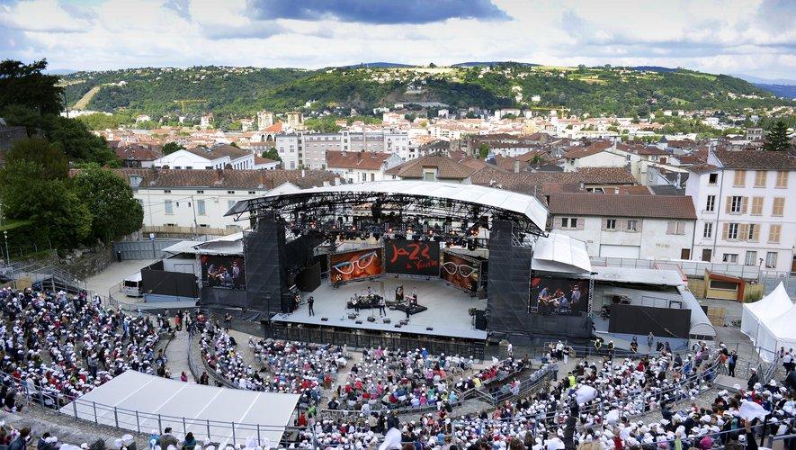 Le festival Jazz à Vienne (Isère), qui devait se tenir du 25 juin au 11 juillet, est mécaniquement annulé après les annonces présidentielles sur l'interdiction des grands rassemblements jusqu'à mi-juillet