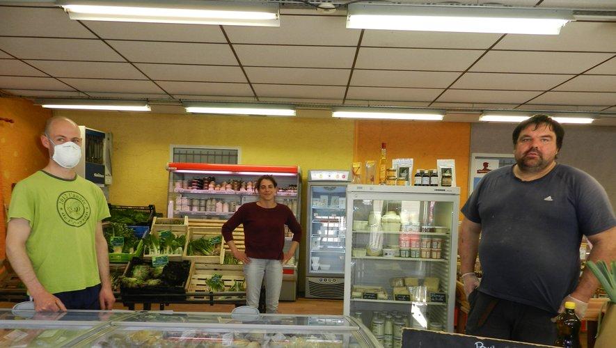 Trois des vingt-cinq producteurs fermiers vendeurs : Guillaume Bathélémy, Camille Soulié et Fréderic Fabre (de gauche à droite).
