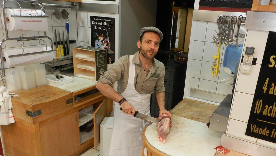 Nicolas Trinquier dans sa boucherie des arcades du Consulat./