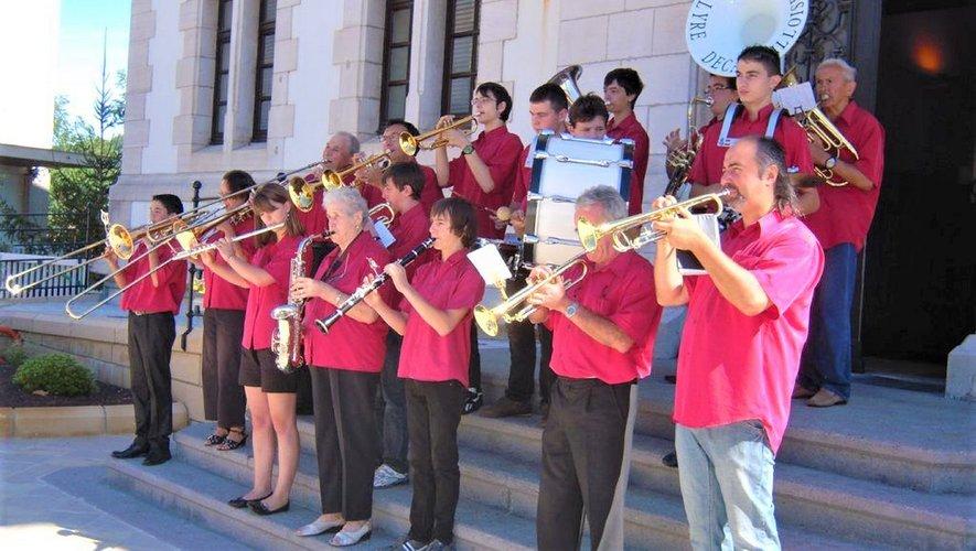 L'orchestre de la Lyre en 2012 devant la mairie de Decazeville.