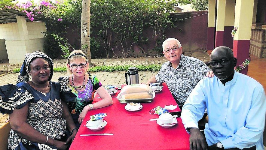 Joselyne et Alain Palivoda, et leurs amis sénégalais.