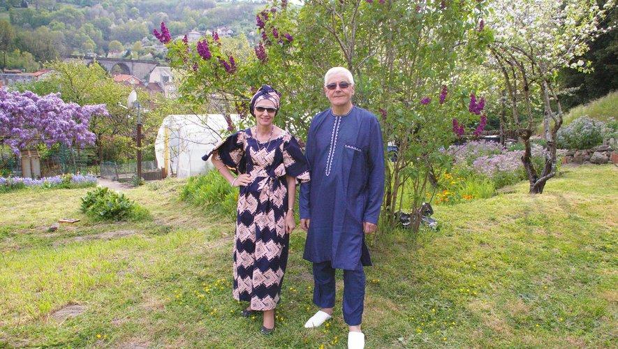 A Aubin, le couple Palivoda a revêtu la tenue traditionnelle sénégalaise offerte par leur famille de cœur.