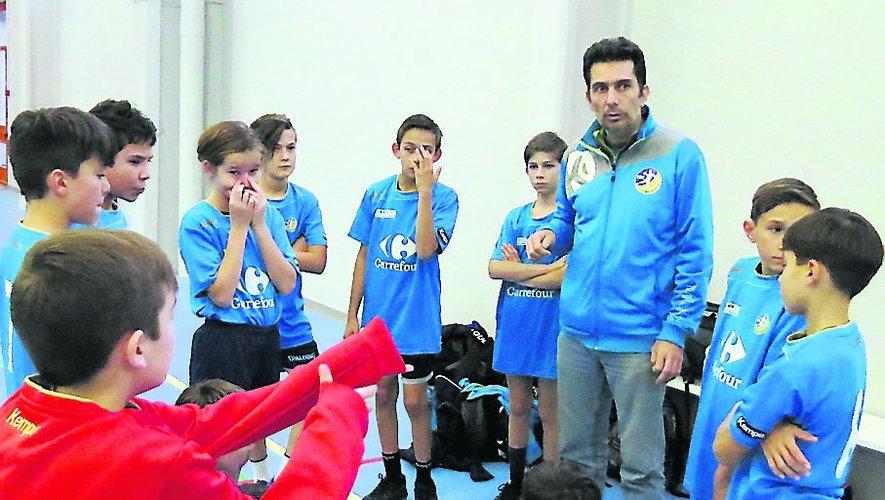 Damien Ichard avec ses jeunes troupes.