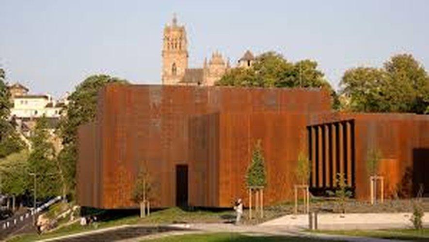 """En attendant sa réouverture, le musée propose sur les réseaux sociaux """"Le musée Soulages à la maison""""."""