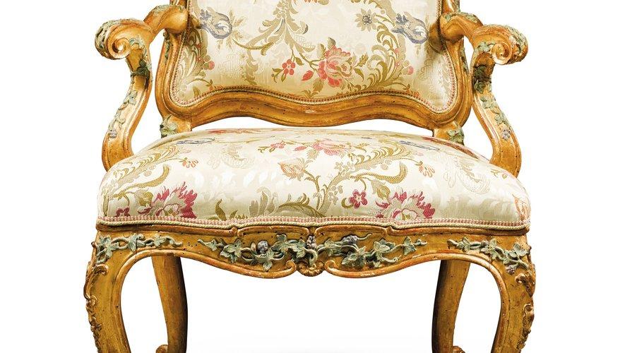 Suite de six fauteuils en bois peint polychrome et doré, travail italien, Gênes, vers 1750 Estimation : 40.000-60.000€