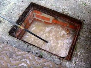 Les lingettes jetées dans les sanitaires peuvent boucher les égouts.