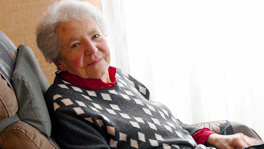 Suzanne Végas, confinée dans son salon à Rodez, fête ses 100 ans aujourd'hui.