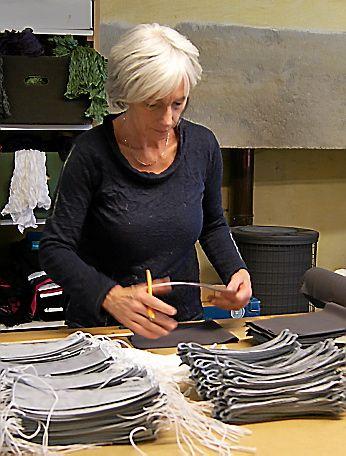 Monica Liné-Golz à l'œuvre.