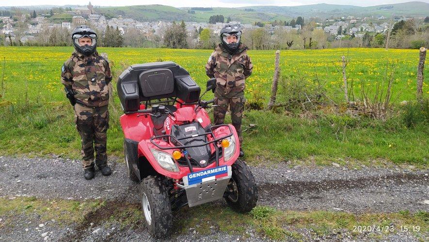 La gendarmerie patrouille en quad  sur le vaste territoire du parc régional de l'Aubrac.