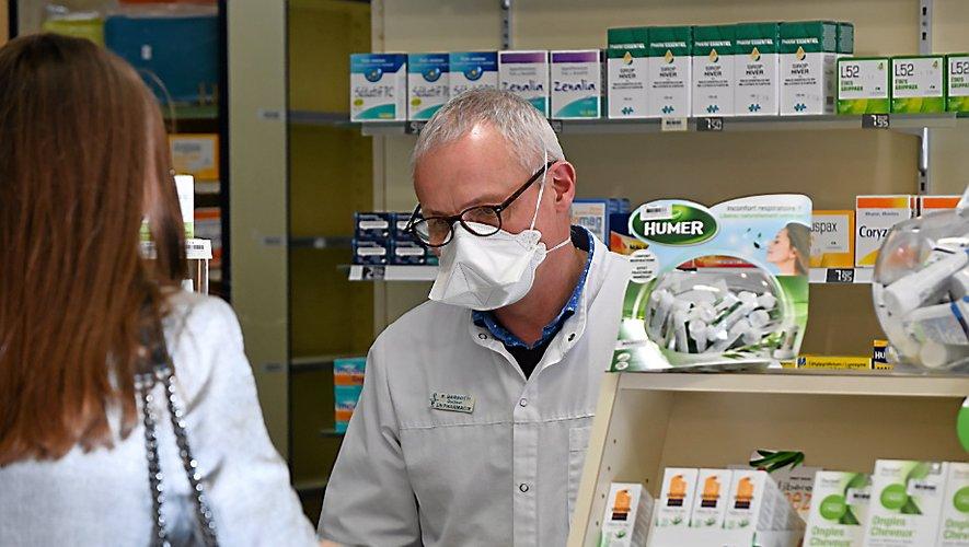Alors que les pharmacies de la ville reçoivent de nombreuses demandes de masques de la part de la population, la plupart n'en sont encore qu'au stade de la commande.