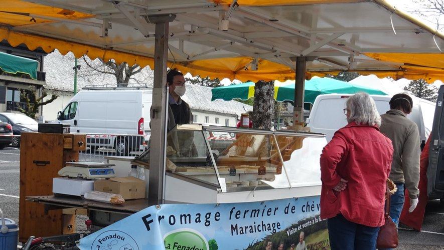 La place du Taureau accueille le marché le samedi.