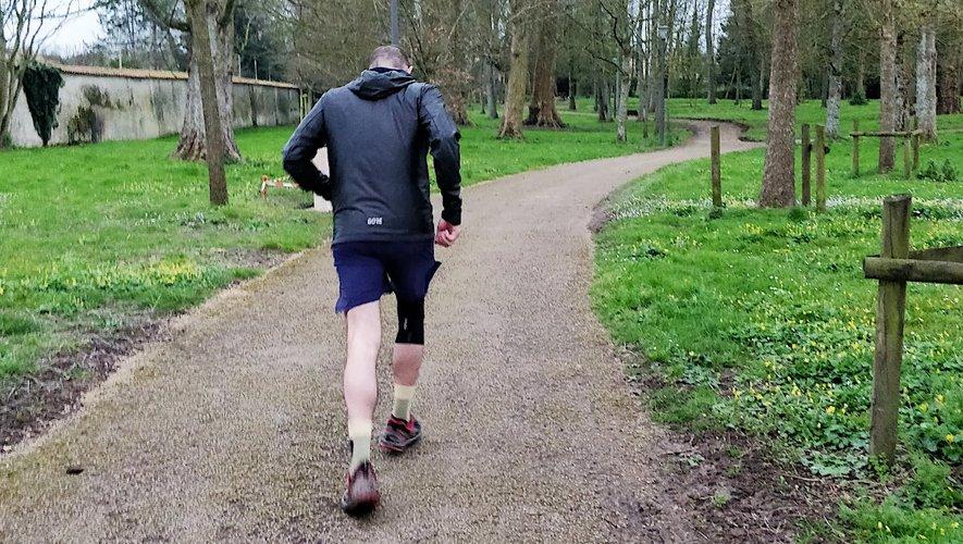 """Courrir à pied ou faire du vélo pourront se faire """"sans limitation de durée de pratique, sans attestation, dans une limite de distance du domicile inférieure à 100 kilomètres."""