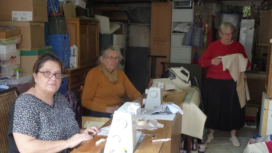 Quelques couturières aux mains expertes fabriquent des masques pour les Espalionnais.