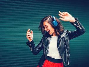 """A la fin 2019 on dénombrait """"341 millions d'utilisateurs d'abonnements payants, ce mode de consommation ayant contribué pour 42% au revenu mondial de la musique enregistrée""""."""
