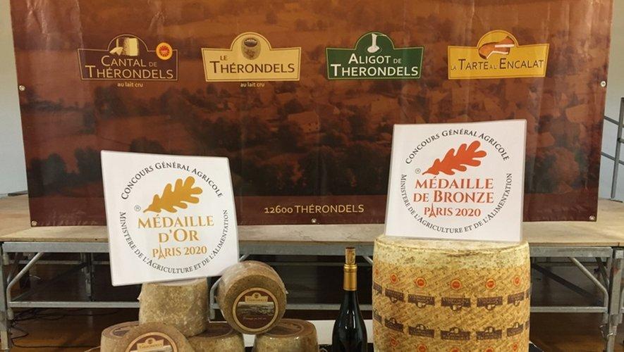 """les fromages """"le Thérondels"""" et Cantal."""