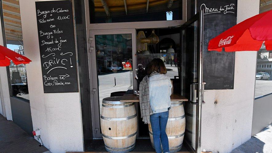 """Le """"drive"""", la nouvelle recette des restaurants en temps de crise sanitaire."""