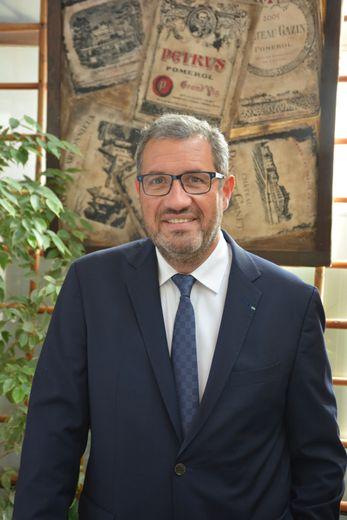 Patron de plusieurs établissements à Paris, le restaurateur originaire du Nord-Aveyron ne cache pas son inquiétude.
