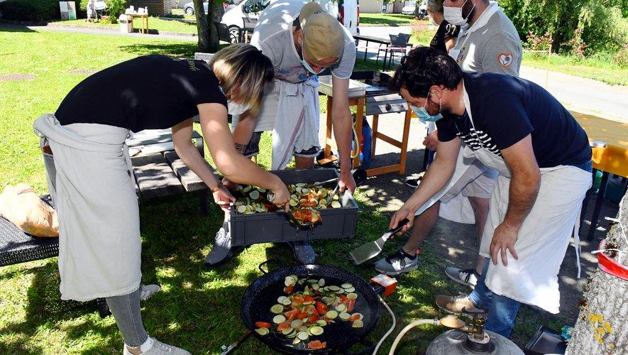 À défaut de pouvoir aller au restaurant, les résidents du foyer de vie ont pu profiter d'un repas préparé spécialement pour eux par deux associations ruthénoises.