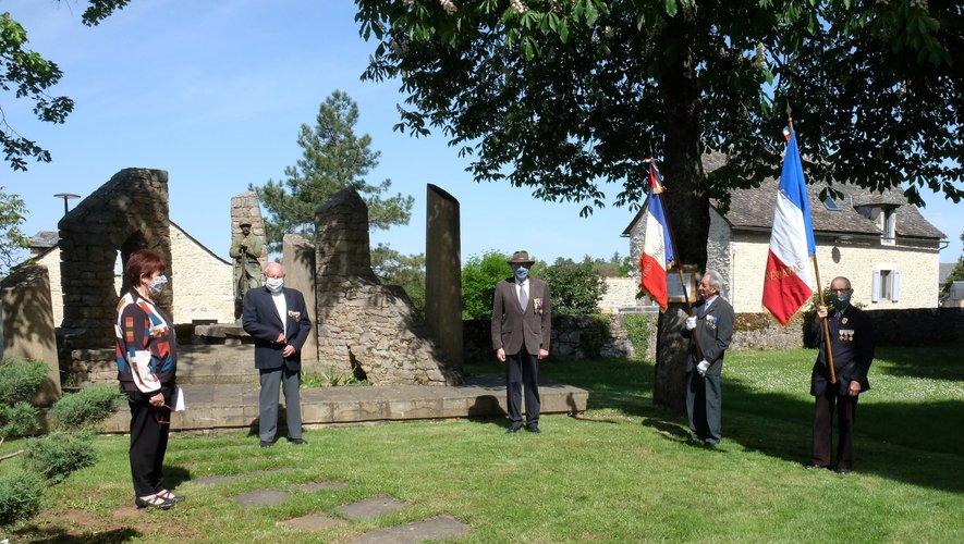 Seuls quatre anciens combattants et Madame le Maire assistaient à cette triste et émouvante commémoration.
