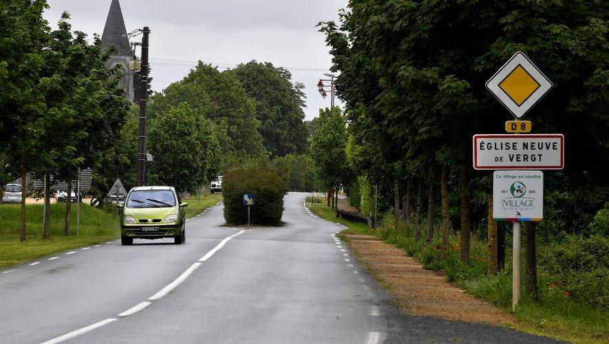 """En Dordogne, un cluster familial """"avéré"""" avait été identifié après des obsèques fin avril dans le village d'Eglise-Neuve-de-Vergt, près de Périgueux."""