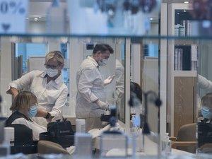 Les salons de coiffure ont rouvert en France en ce premier jour de déconfinement