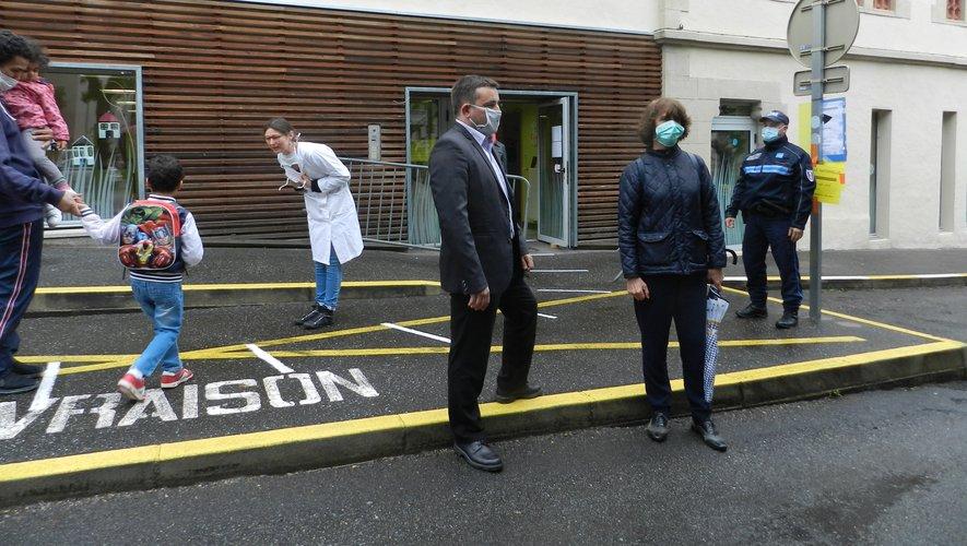 Françoise Mandrou-Taoubi et Jean Sébastien Orcibal hier matin à la rentrée à l'école Pendariès.
