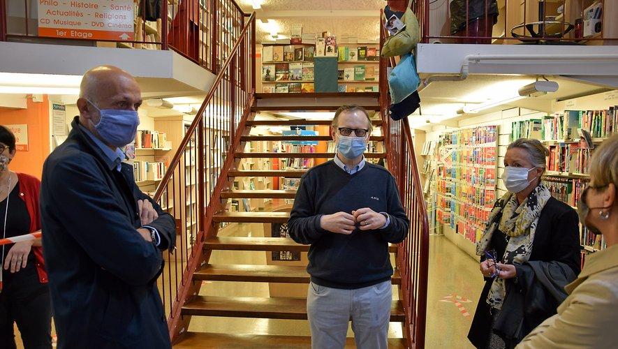 Stéphane Mazars, député, Benoît Boujerol, directeur de la Maison du livre et Catherine de La Robertie, préfète de l'Aveyron (de gauche à droite).
