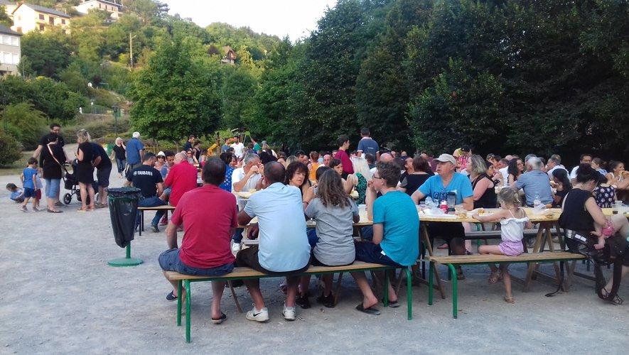 Lors du précédent apéro-concert dans le parc de la Briane avec les Monastériens venus nombreux.