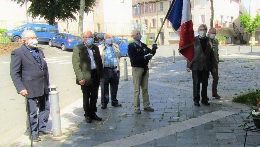 La cérémonie du 8-Mai s'est déroulée en comité très restreint, chaque participant portait un masque.
