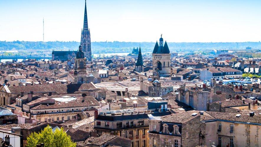 L'immense place des Quinconces, au coeur de Bordeaux, va se transformer samedi en un cinéma à ciel ouvert pour la première étape en France du Drive-In Festival