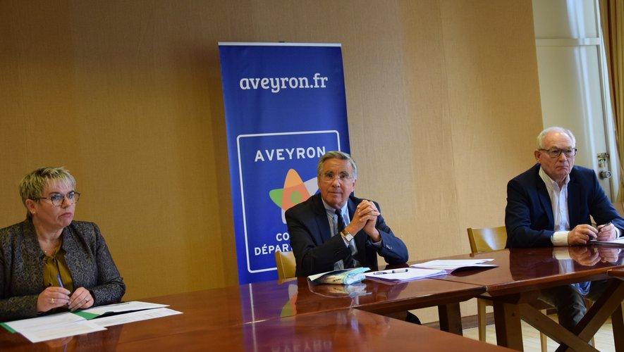 Jean-François Galliard, président du Département, aux côtés des deux vice-président Magali Bessaou et Christian Tieulié