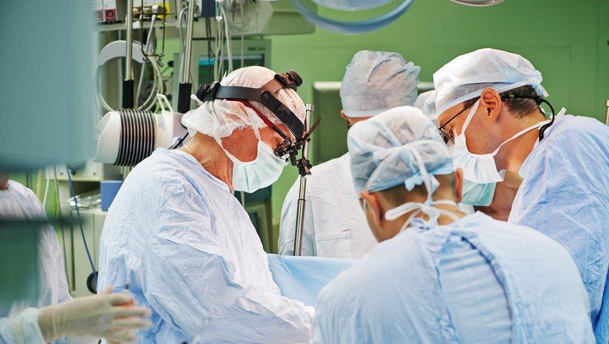 Quelque 28,4 millions d'opérations chirurgicales programmées seraient annulées ou repoussées dans le monde en raison de l'épidémie de Covid-19