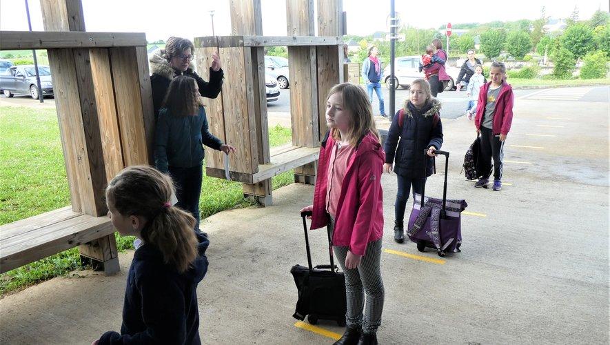 Des élèves respectant bien la distanciation.