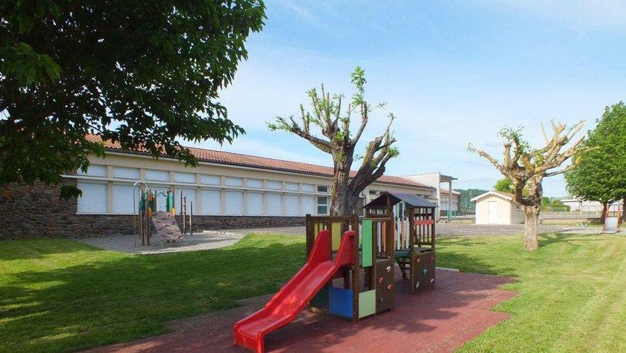 En tenant compte des exigences du protocole sanitaire, en concertation avec l'équipe pédagogique et les Francas de Decazeville, l'école rouvrira à partir du lundi 18 mai.