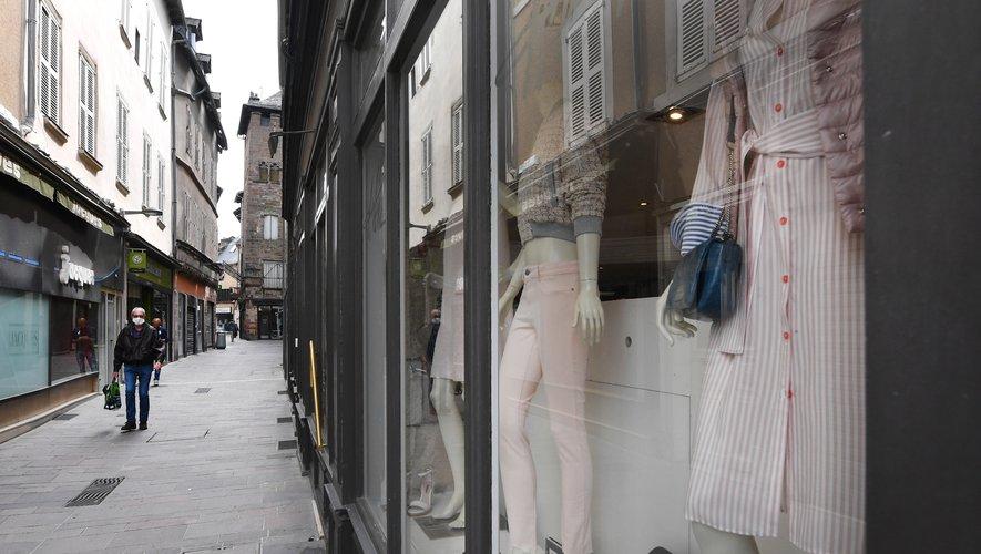 Les rues du centre-ville retrouvent petit à petit de l'animation grâce à la réouverture des magasins.