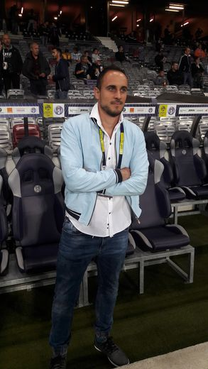 Clément Loubière est un passionné de football. S'il gère aujourd'hui les paris sportifs chez Betclic, il a longtemps été un journaliste de terrain. Avec, par exemple, de nombreux séjours au Stadium à Toulouse pour suivre le Téfécé.